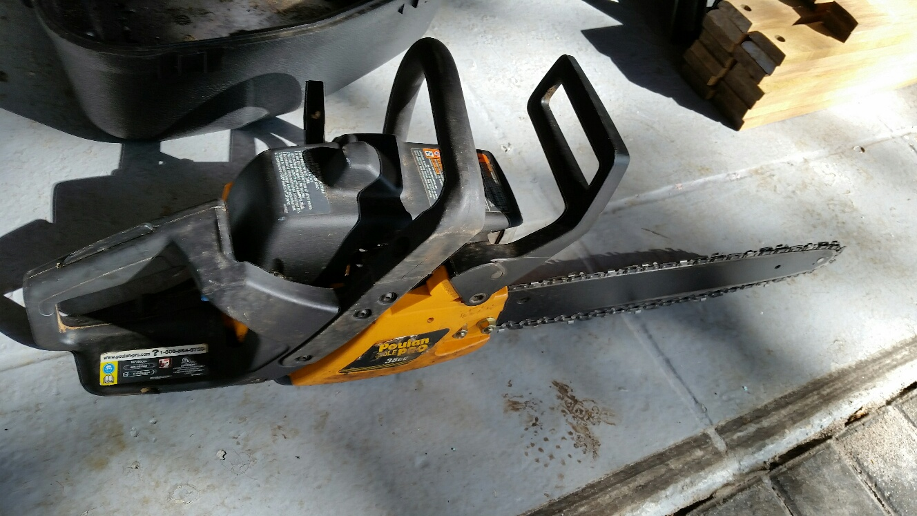CHAINSAW - GREAT SAW BUT NEEDS SOME WORK!